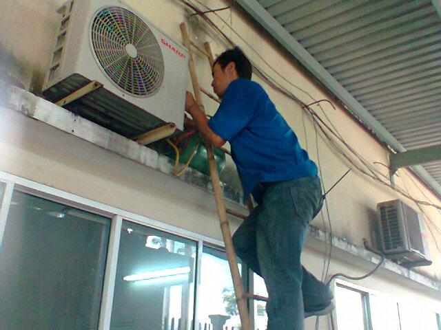 Vệ sinh, sửa chữa máy lạnh tại nhà ở quận 9